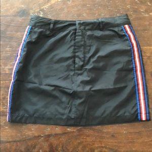 Windbreaker Skirt - Forever 21 - Black/Red/White M